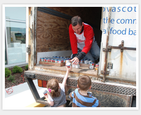 kids loading cans of soup into a truck